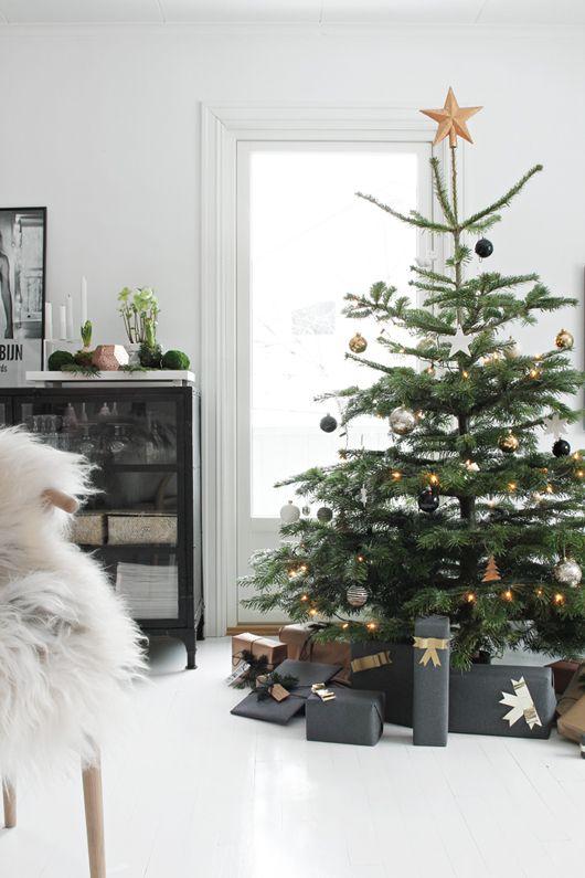 Arbol-navidad-adornos-dorado