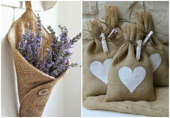 Cucuruchos de flores y saquitos de arroz
