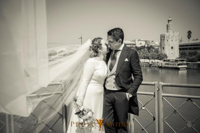 boda-joseba-y-maca-paseo-novios-puente