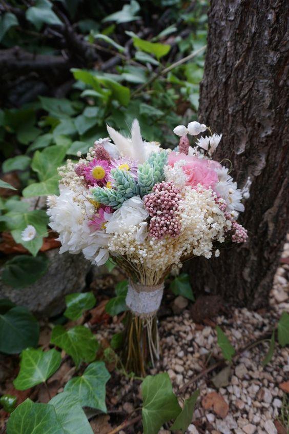 ramo flores en el columpio